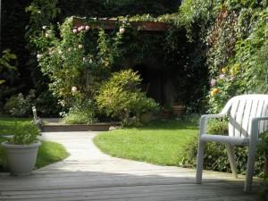 Ambiance reposante pour ce jardin tout en courbe