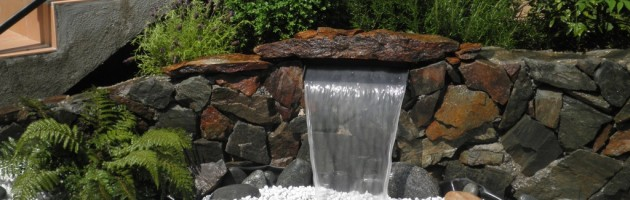 Lame d'eau et muret en pierre