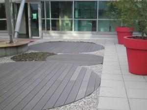 Plancher composite rond, tapis de sedum rond et pot rond