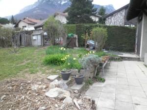 Espace terrasse et vue sur l'entrée