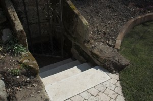 Escalier menant à la source