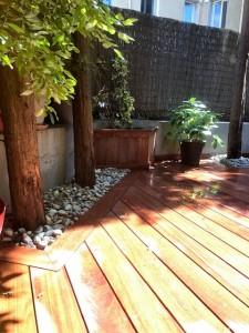 plancher et jardinière en bois exotique